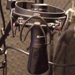 録音スタジオヒトスタでボイスサンプル用に使用しているコンデンサーマイクBayer MC840です。フラットな音で収録が可能ですので、聴きやすい音質でボイスサンプルを作成出来ます。